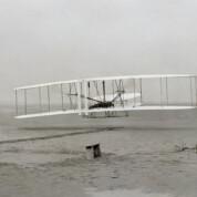 Der erste Motorflieger