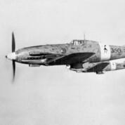 Macchi C.202 im Kampf mit der Spitfire Mk. V über Malta